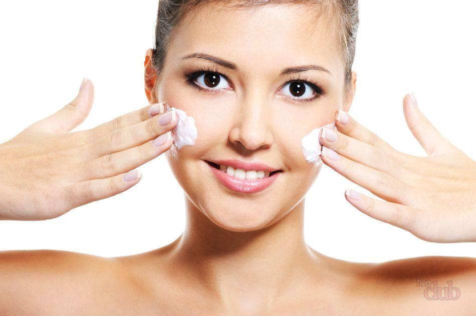 Добавьте несколько капель эфирного масла в свой крем для лица